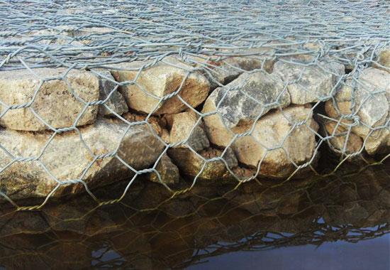 热镀锌石笼网海岸应用工程图片