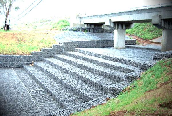 雷诺护垫在桥梁应用工程图例