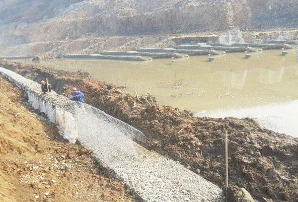 云南格宾石笼网在河道防洪中使用