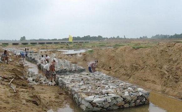 铅丝石笼网正在施工工程图例图片