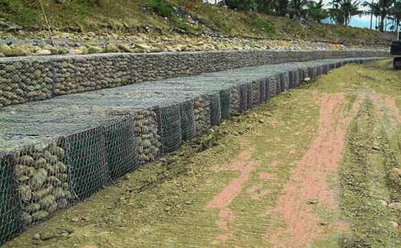 河道石笼网在河岸中使用