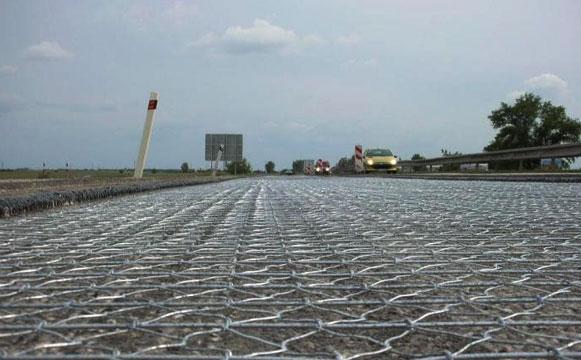 加筋石笼网在路基应用