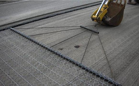 加筋石笼网在公路的应用